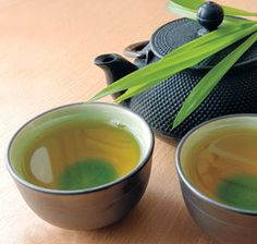 The right way to drink green tea for weightloss. Health Benefits of Green Tea, Find out if the green stuff's weight-loss power extends to flavored ice cream, iced tea, and extract. Weight Loss Meals, Healthy Weight Loss, 17 Day Diet, Week Diet, Green Tea For Weight Loss, Get Thin, Green Tea Benefits, Dieta Detox, Detox Your Body