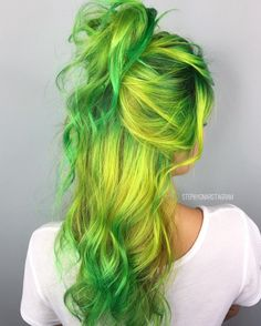 30 Green Hair Color Ideas 30 Green Hair Color Ideas – Green hair in our day has ceased to be a horror as the result of a botched dye. Along with other unusual and unnatural shades, it moved into the category of fashion trends to Hair Color Highlights, Ombre Hair Color, Beautiful Hair Color, Cool Hair Color, Grey Balayage, Balayage Hair, Coiffure Hair, Green Hair Colors, Neon Green Hair