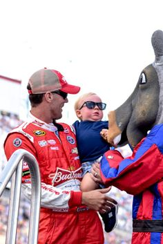 no he wasn't! RT @aclovelace: @KeelanHarvick was NOT impressed with Horsepower @KevinHarvick @DeLanaHarvick pic.twitter.com/el3OxCthCi