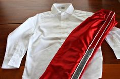 Disney Costumes Diy Prince Charming Costume shirt and pants - Check out this no sew Prince Charming costume tutorial. It's an easy DIY, perfect for Halloween or a trip to Disney World. Toddler Prince Costume, Disney Prince Costume, Disney Characters Costumes, Book Character Costumes, Cinderella Costume, Disney Cosplay, Prince Dress Up, Prince Shirt, Costume Tutorial