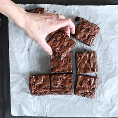 your favorite brownies are like-the-boxed mix chewy gluten free brownies with that crackly top, this is your new best recipe.If your favorite brownies are like-the-boxed mix chewy gluten free brownies with that crackly top, this is your new best recipe. Gluten Free Deserts, Gluten Free Brownies, Gluten Free Sweets, Gluten Free Flour, Gluten Free Cakes, Foods With Gluten, Gluten Free Cooking, Vegan Gluten Free, Dairy Free