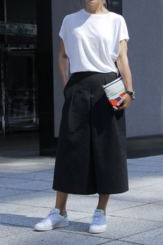 Nice Ideas To Wear Skirts With Sneakers 39 Skirt Outfits, Casual Outfits, Fashion Outfits, Rain Outfits, Summer Outfits, Women's Fashion, Skirt And Sneakers, White Sneakers, Athleisure