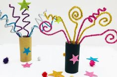 Remember, remember the November. Celebrate by making these fun and fab indoor fireworks with paper rolls. A great bonfire night firework craft to keep the kids busy while they wait for the real fireworks to light up the night sky. Happy Birthday Fireworks, Happy New Year Fireworks, 4th Of July Fireworks, How To Draw Fireworks, Fireworks Craft For Kids, Firework Painting, Fireworks Design, Fireworks Art, Mont Blanc