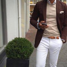 """""""Outfit laboral: combina tonos tierra y blanco para la oficina. #OOTD…"""