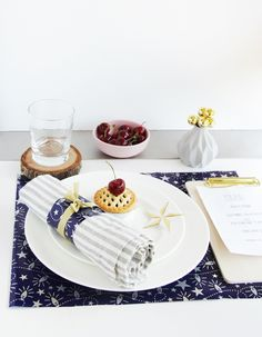 Modern Christmas Table Styling