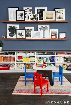 Living space with a small child-friendly dining set and bookshelves