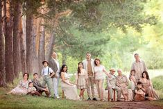 family photo outfits C , Large Family Portraits, Extended Family Photography, Family Portrait Poses, Family Picture Poses, Family Picture Outfits, Family Posing, Beach Portraits, Extended Family Pictures, Summer Family Pictures