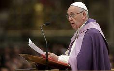 Papa Francisco durante a realização de cerimônia no Vaticano