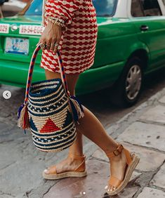 Discover recipes, home ideas, style inspiration and other ideas to try. Fashion Bags, Womens Fashion, Boho Bags, Style Snaps, Ulla Johnson, Looks Cool, Handmade Bags, Spring Outfits, Cute Dresses