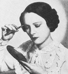 - Eye Beauty Tips of 1935 Personal Beauty Routine, Daily Beauty Routine, Beauty Routines, Oily Skin Care, Skin Care Tips, Beauty Tips For Face, Beauty Hacks, Beauty Secrets, Vaseline Beauty Tips