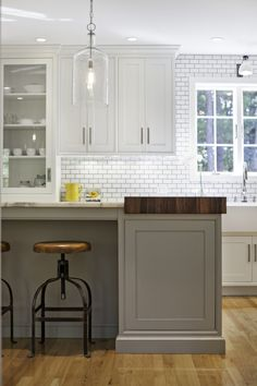 I like the different cabinet & counter top choices. Karen Swanson