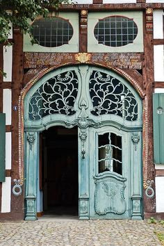 Photos Blend of Architecture with Art Nouveau. At this time it was a revolutionary movement where there was a strict barrier between pure art and art. Art Nouveau focuses more on the concept of und… Cool Doors, The Doors, Unique Doors, Entrance Doors, Doorway, Windows And Doors, Architecture Art Nouveau, Architecture Details, Architecture Portfolio