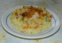 Recept za Pilav sa pilećim mesom. Za spremanje ovog jela neophodno je pripremiti piletinu, pirinač, luk, šargarepu, papriku, začin, ulje.