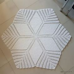 Picture only, no pattern. Crochet Round, Hand Crochet, Crochet Baby, Knit Crochet, Crochet Rug Patterns, Crochet Designs, Crochet Stitches, Crochet Decoration, Crochet Home Decor