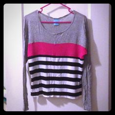Super soft long sleeved top Super soft shirt that's 96% rayon and 4% spandex. It's a size small, but I'm a medium and it fits me Tops Tees - Long Sleeve