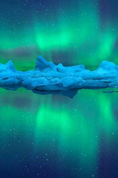 northern lights glacier imalikshake: Aurora R. - northern lights glacier imalikshake: Aurora R. Beautiful Sky, Beautiful Landscapes, Beautiful Pictures, Cool Photos, All Nature, Science And Nature, Amazing Nature, Aurora Borealis, Northen Lights