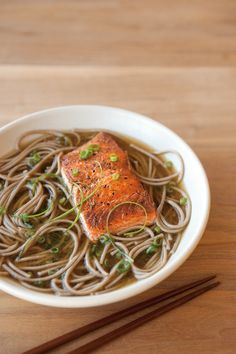Soba Noodles & Seared Salmon in Ginger-Green Onion Broth - soup recipes williams sonoma Healthy Salmon Recipes, Seafood Recipes, Asian Recipes, Soup Recipes, Cooking Recipes, I Love Food, Good Food, Soba Noodles, Food Porn