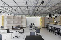 Fotografie: Koen van Damme Mooie combinatie van lichte kasten en zwarte meubelen