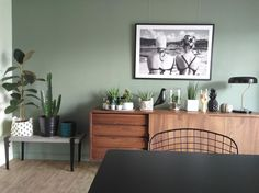 20 Trendy Dining Room Wall Colors to Transform Your Space Green Dining Room, Dining Room Colors, Living Room Green, Dining Room Walls, Green Rooms, Bedroom Green, Living Room Paint, My Living Room, Living Room Decor
