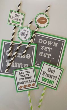 Game Day Printables - Jazz up your Football Party Football Party Decorations, Football Themes, Diy Party Decorations, Party Themes, Party Ideas, Football Centerpieces, Football Rooms, Office Decorations, Football Banquet