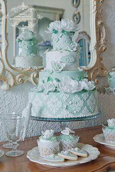 Green and white damask wedding cake !