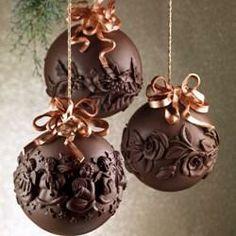 Originale idea regalo oppure ornamento elegante e ricercato per l'albero di Natale, le palle natalizie in cioccolato