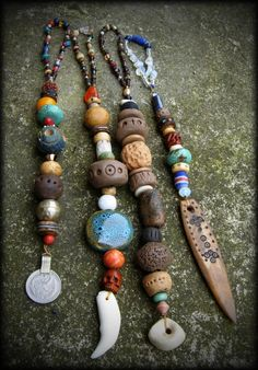 vlaDtHeBaT's aTTiC: prayer beads, the second on the left was given to my by Steph...generous person..