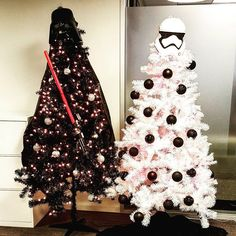 This is what happens when a Star Wars fan celebrates Christmas Star Wars Christmas Tree, Black Christmas Trees, Xmas Tree, Christmas Fun, Silver Christmas, Christmas Stairs Decorations, Modern Christmas Decor, Christmas Tree Themes, Scandinavian Christmas
