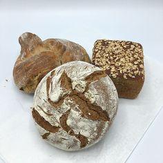 Brotduft liegt in der Küchenluft!  Wir sind gerade dabei unser Produktsparte KITCHENQUICKIES zu erweitern. Es wird bald 3 Brotmischungen geben. So kannst du völlig easy frisches Brot selbst backen und deine Gäste und Freund damit verwöhnen.  Wir halten euch am Laufenden! Kauft schon mal passende Backformen ;) #tasteelements #brotbacken #brotbackmischung #backmischung #brotduftliegtinderluft #hobbybäcker #baker #bakermanisbakingbread #frischesbrot #bread #foodstartup #backebackebrot… Muffin, Breakfast, Easy, Food, Bakeware, Kitchen Contemporary, Bread Baking, Boyfriend, Meal