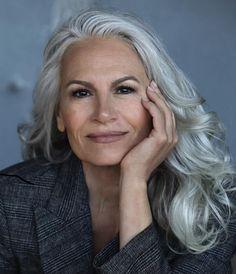 Grey White Hair, Long Gray Hair, Silver Grey Hair, Silver Haired Beauties, Grey Hair Styles For Women, Ageless Beauty, Auburn Hair, Long Layered Hair, Brown Hair Colors