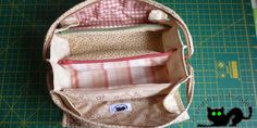 Sew together bag pattern and instructions free Zipper Bags, Zipper Pouch, Sew Together Bag, Basket Bag, Sewing Box, Sewing Ideas, Handmade Bags, Pin Cushions, Bag Making