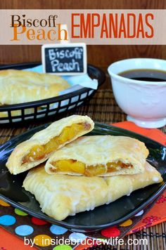 Biscoff Peach Empanadas - Pillsbury crescent rolls filled with biscoff cookie spread and peach pie filling, but I'm thinking of using Apple or Cherry or maybe Cherry. Just Desserts, Delicious Desserts, Yummy Food, Mexican Food Recipes, Dessert Recipes, Mexican Desserts, Mexican Meals, Mexican Dishes, Dessert Ideas