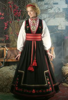 Beltestakk Mrs Claus Dress, Native Wears, Costumes Around The World, Folk Clothing, Tribal Dress, Folk Costume, Festival Wear, Textiles, Cool Costumes