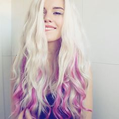 Long wavy blonde hairstyle with nice pink, cannot stop try new hair color