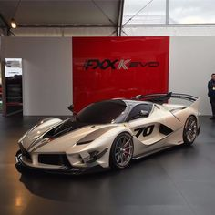 Here is the insane Ferrari FXX K Evo ..
