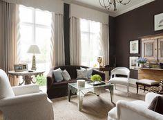 Peinture marron, papiers peints et revêtements dans le salon ...