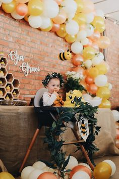 Birthday, birthday party, baby girl, first birthday party – Birthday Party ideas Baby First Birthday Themes, 1st Birthday Girls, First Birthday Parties, Birthday Party Decorations, Birthday Ideas, Birthday Photos, Birthday Cakes, Fete Anne, Bumble Bee Birthday