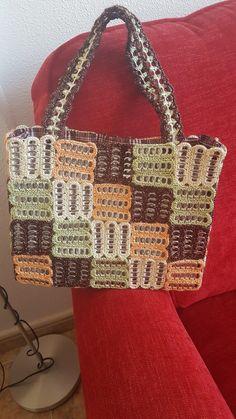 Crotchet Bags, Crochet Tote, Crochet Handbags, Crochet Purses, Knitted Bags, Crochet Crafts, Crochet Projects, Pop Tab Purse, Pipe Cleaner Crafts