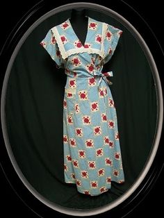 Wrap Dress Prairie I love the wrap part for Maggie or even Rose to go over her teaching clothes 1940s Fashion, Vintage Fashion, Petite Fashion, Women's Fashion, Vintage Dresses, Vintage Outfits, Vintage Wear, Teaching Outfits, Teaching Clothes