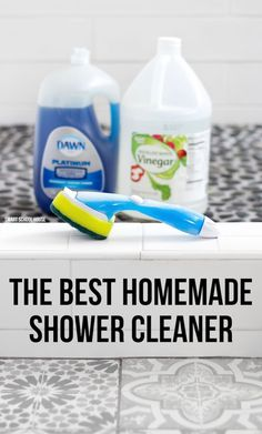 Try the best homemade shower cleaner recipe. It only uses 2 ingredients and works powerfully and quickly on tough soap scum, but can also be used for daily shower cleaning. Deep Cleaning Tips, House Cleaning Tips, Cleaning Solutions, Spring Cleaning, Cleaning Hacks, Diy Hacks, Cleaning Checklist, Cleaning Products, Cleaning Lists