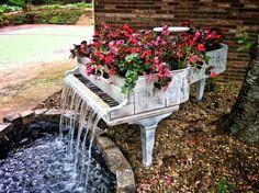 Old Piano Flowerpot Fountain - DIY