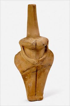 Female Figurine, Fired Clay,   Hamangia, Baïa, 5000-4600 BCE,   National History Museum of Romania, Bucharest. (click through for good article. rw)