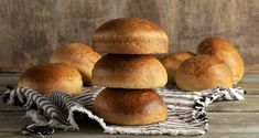 Homemade burger buns by the Greek chef Akis Petretzikis. A quick and easy recipe for the most delicious and fluffy buns for the perfect burger! Homemade Burger Buns, Nutrition Chart, Bread Ingredients, Processed Sugar, Bun Recipe, Good Fats, Baking Pans, Raw Food Recipes, Quick Easy Meals