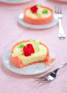 Tartelette Légère au fromage blanc   6 pers 150 g  biscuit rose de Reims 55 g  beurre allégé (40% de MG)  120 g  fromage bl à 0% 20 g   flan impérial vanillé 100 ml  lait écrémé 1 c. à s miel 1 c à s  fructose ou suc 1 citron vert 50 g  blanc oeuf 2