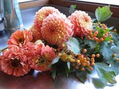 Now that Labor Day is behind us and the kids are heading back to school, Katherine Anderson of Marigold and Mint creates a few late summer flower arrangements with three favorite flowers of the season: sunflowers, zinnias, and dahlias.