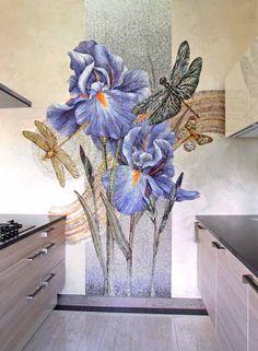 Художественная мозаика 'Ирисы' в интерьере