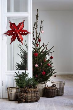 21 Small Scandinavian Christmas Designs to Redefine Your Hol.- 21 Small Scandinavian Christmas Designs to Redefine Your Holiday Scandinavian Christmas Trees, Minimalist Christmas Tree, Small Christmas Trees, Christmas Mood, Noel Christmas, Country Christmas, Christmas Wreaths, Modern Christmas, Simple Christmas