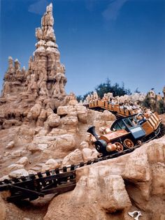 Vintage Disney Parks : Photo