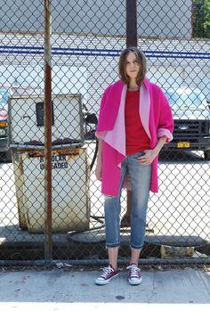 VIVID PINK  今シーズンの一押しのヴィヴィッドピンクのアウター。 本格的な冬の寒さに、気分をあげてくれる発色の良さで、 裏地は淡いピンク、色のグラデーションが新鮮です。 コーディネートは、あえて鮮やかな色の組み合わせで、 ピンク×レッドの色合いを、思い切り楽しんでみてください。 Normcore, Tops, Women, Style, Fashion, Swag, Moda, Fashion Styles, Fashion Illustrations