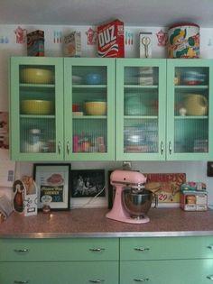 Servieskast  jaren 50 keuken, ook leuk...